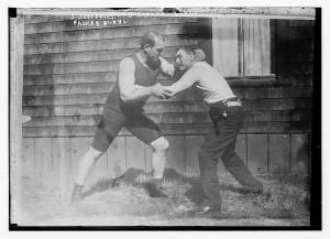"""Martin """"Farmer"""" Burns treinando com o campeão mundial peso pesado de boxe James J. Jeffries"""
